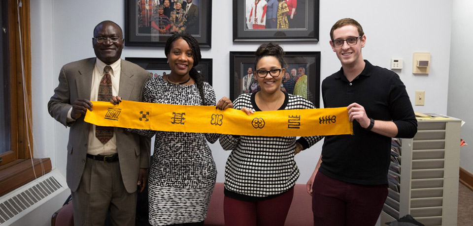SOE students Shaquita Glenn, Ian Hoeffler, Soua Lor & Katrina McGann display scarf from their trip to Ghana.