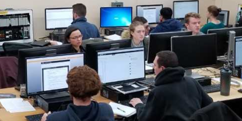 several students in computer lab