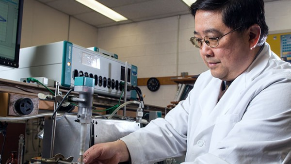 Renewable energy chemist Deyang Qu has been named as Johnson Controls Endowed Professor in Energy Storage Research.