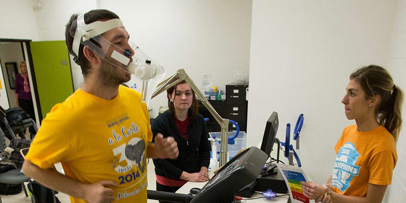 Students working in a kinesiology lab