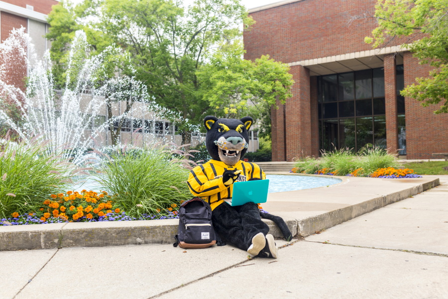 photo of Pounce at fountain