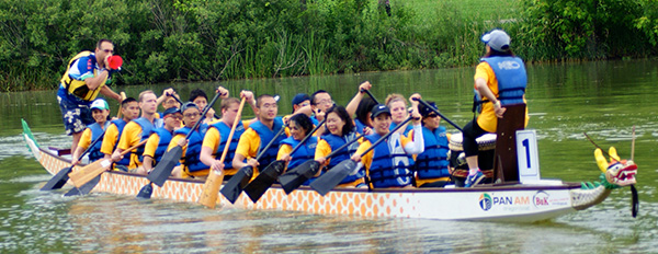 uwm team in dragon boat races saturday