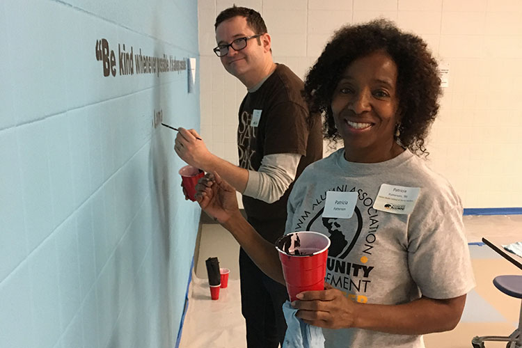 Patricia Patterson (BS '86 Criminal Justice) and Dave Steele (MUP '04) were among the UWM alums helping out on Martin Luther King Jr. Day of Service. (Cindy Petrites photo)