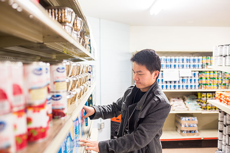 A UWM student volunteers at the Hope House food pantry.