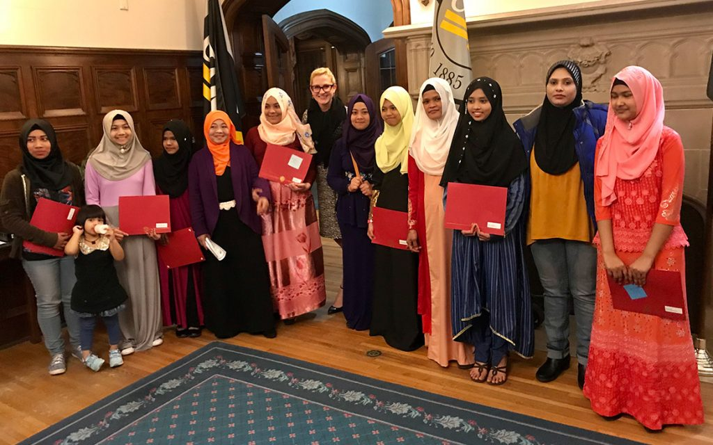Student winners from MACL and their mothers